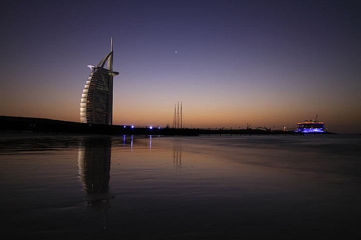 7202px-Burj Al Arab and 360 degree club Dubai UAE