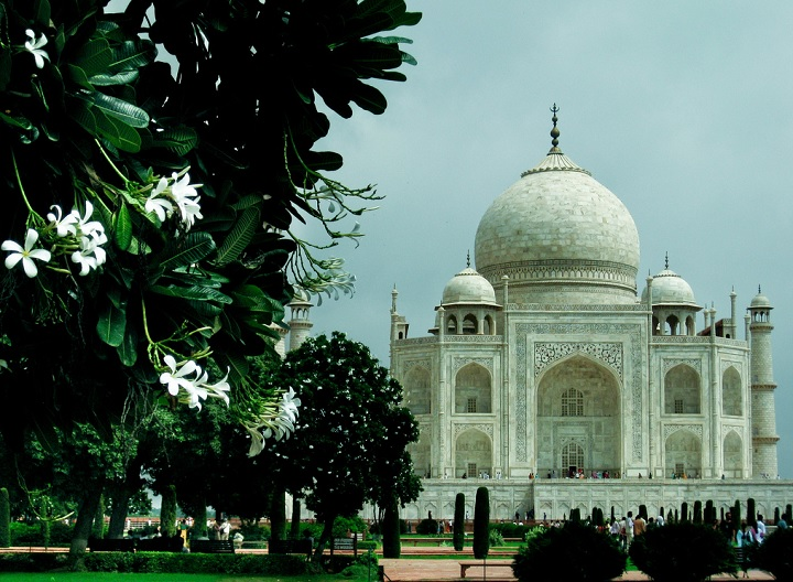 an essay on the magnificent taj mahal Taj mahal about one hundred miles east of delhi in northern india stands the city agra it was that which had started the building of the taj mahal.