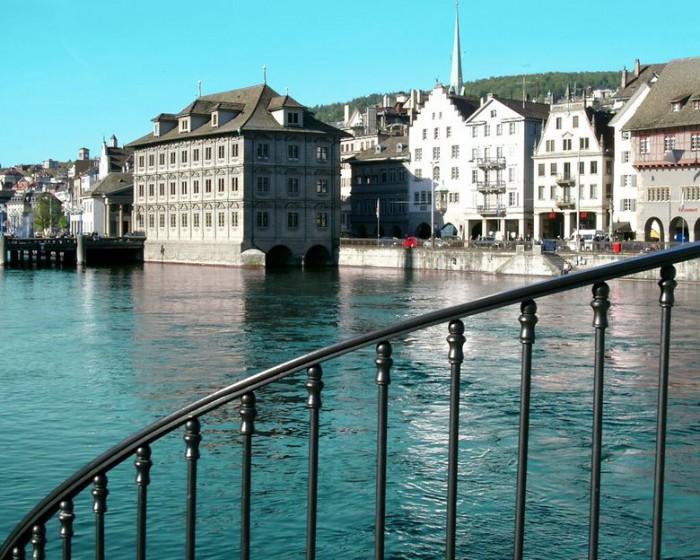 Набережная реки Лиммат в Цюрихе