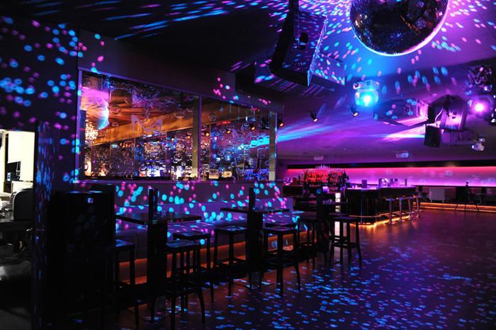 Ночной клуб в Будапеште, фото Stools Shop