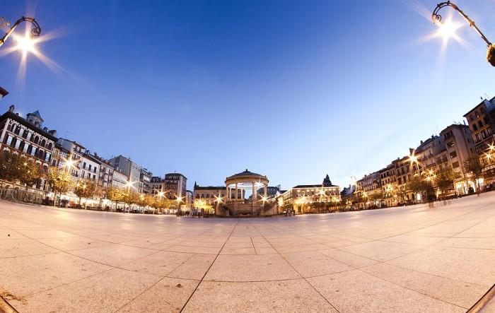 Главная площадь Памплоны, фото Yon Garin
