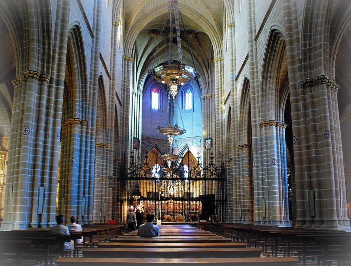 Внутри собора Памплоны, фото Antonio Gil