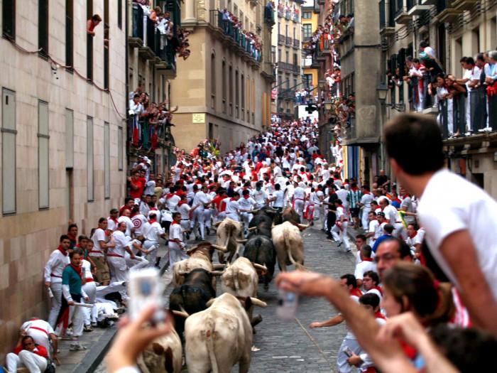 Бег наперегонки с быками по улицам Памплоны, фото toomas