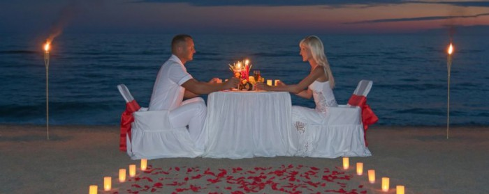 Romantic-Candlelit-Dinner-Beach-©-Emprize-Dreamstime-35363892-e1423065771928-1000x399